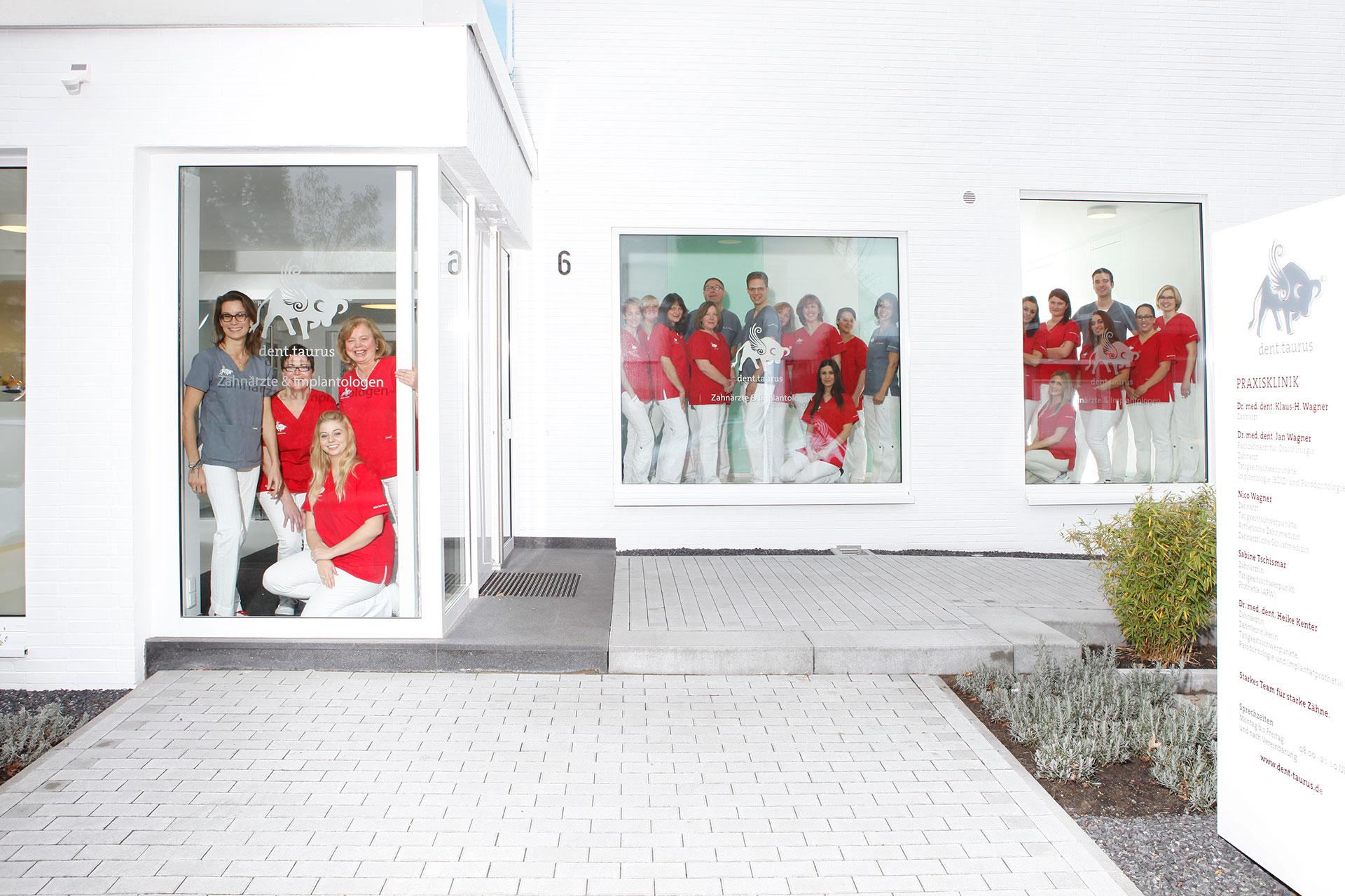 Die Praxisklinik dent.taurus Zahnärzte und Implantologen, liegt im nördlichen Ruhrgebiet, in Datteln.
